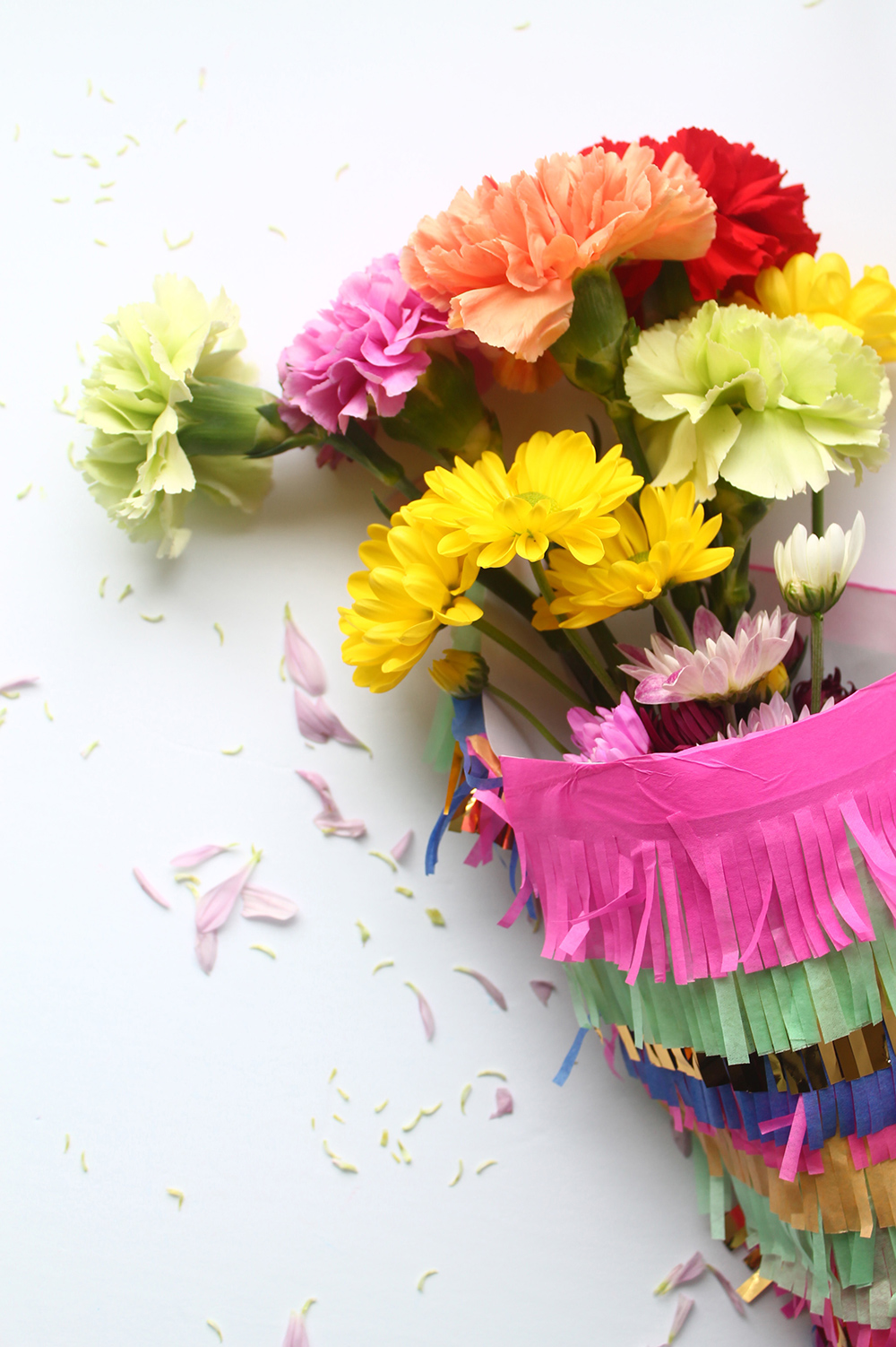 Add fringe to a regular piece of paper and wrap up your flowers! A super quick and easy DIY for cinco do mayo, mother's day, or just because | Squirrelly Minds