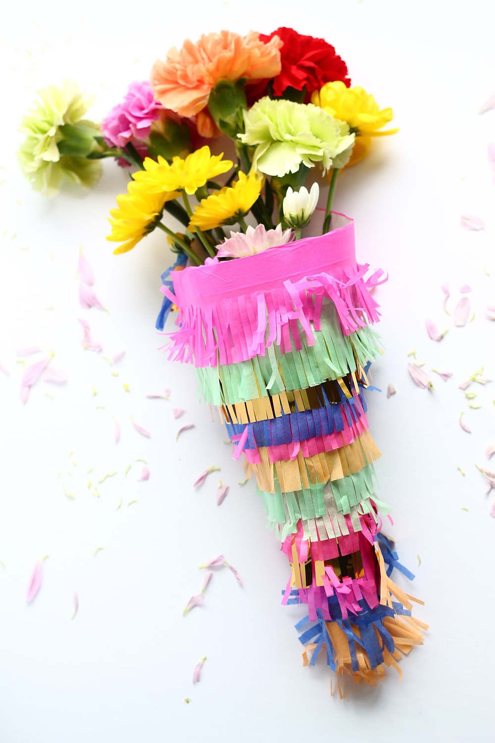 Wrap your floral bouquet with this cute DIY using fringed tissue paper! | Squirrelly Minds