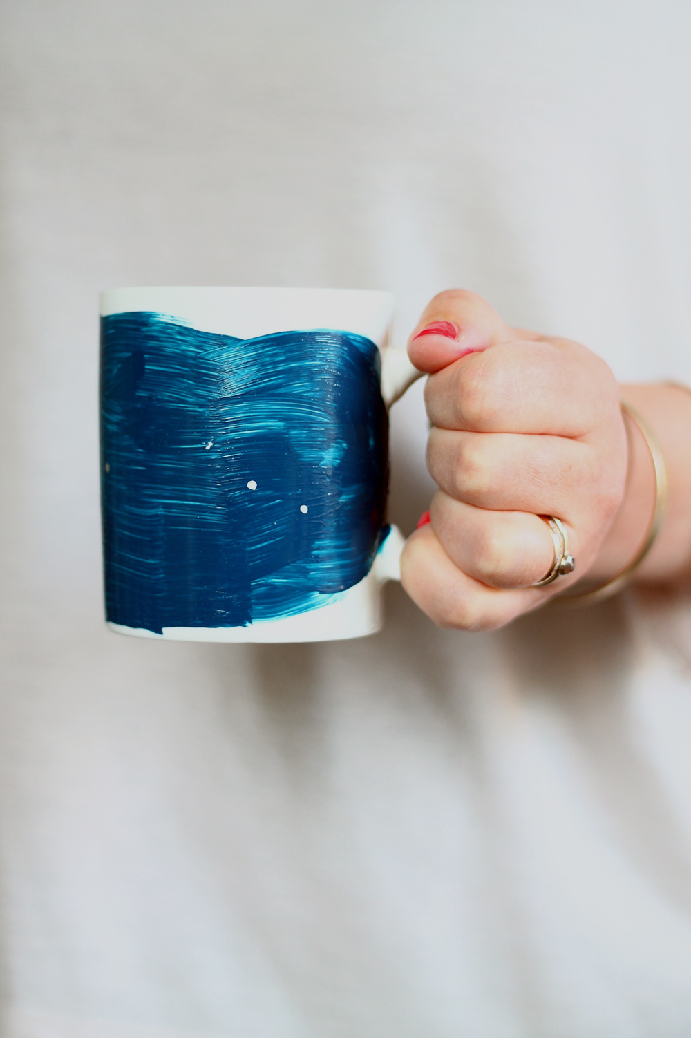 These DIY constellation mugs make perfect birthday gifts! Transform a plain dollar store mug with paint and sharpies in under an hour, personalized with a zodiac constellation! | Squirrelly Minds