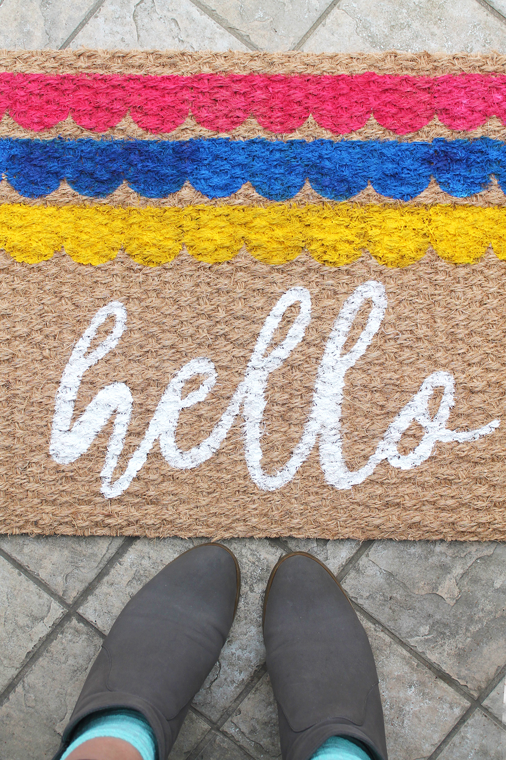 With paper stencils, pins and acrylic paint, you can transform a plain doormat and make your entrance fun and colourful! | Squirrelly Minds