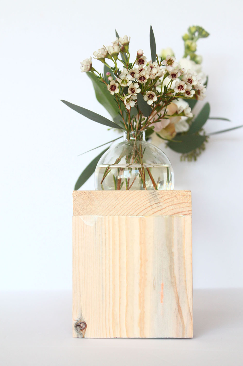 How to make a Modern Bud Vase with Glass Christmas ...