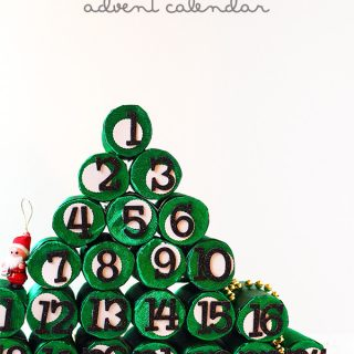 DIY/Holiday | Christmas Tree Advent Calendar