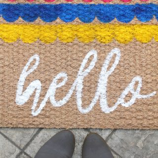DIY | Scalloped Edge 'hello' Doormat with Silhouette Stencils