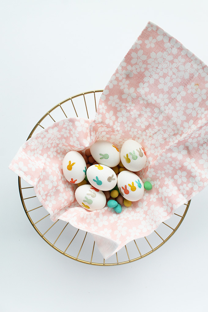 Make these cute easter eggs with free printable bunny tattoos | Squirrelly Minds