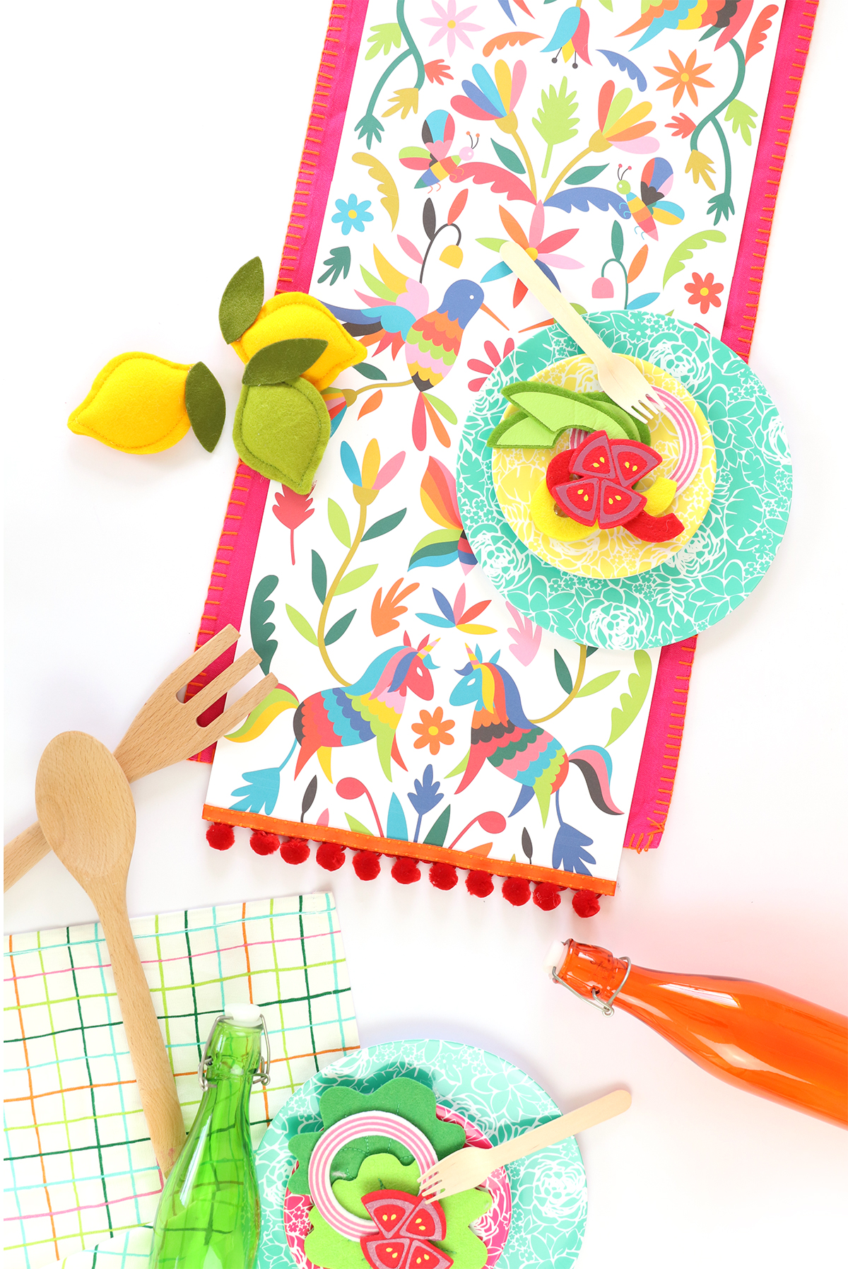 Top 20 Cinco de Mayo Projects - Printable Table Runner from Damask Love | Squirrelly Minds