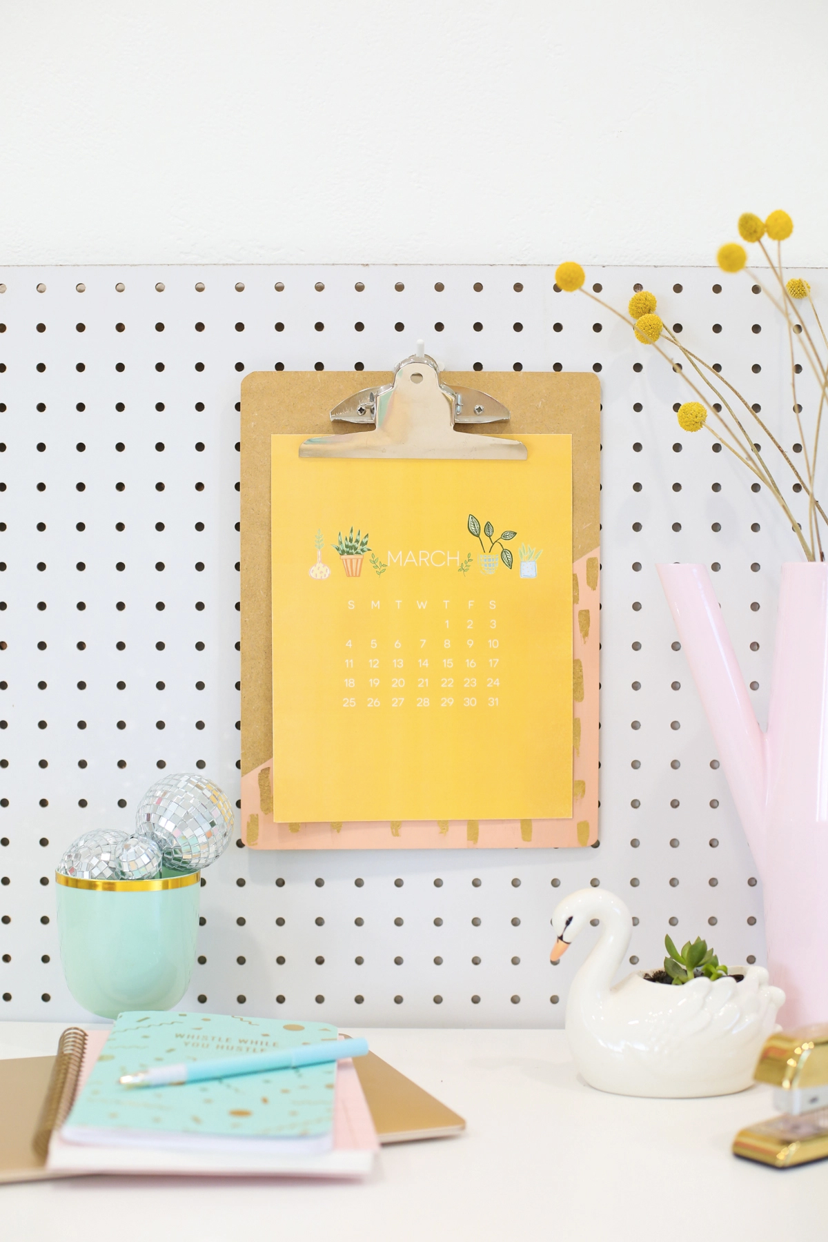 40+ Free Printable 2018 Calendars | Squirrelly Minds - Photo by Lovely Indeed