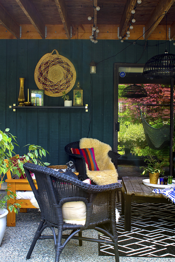 Sourcing mostly second hand and in hand items for this outdoor living room refresh | Squirrelly Minds
